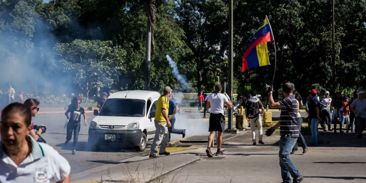 Problemas de Venezuela deben ser resueltos por ellos mismos: China a EE.UU.