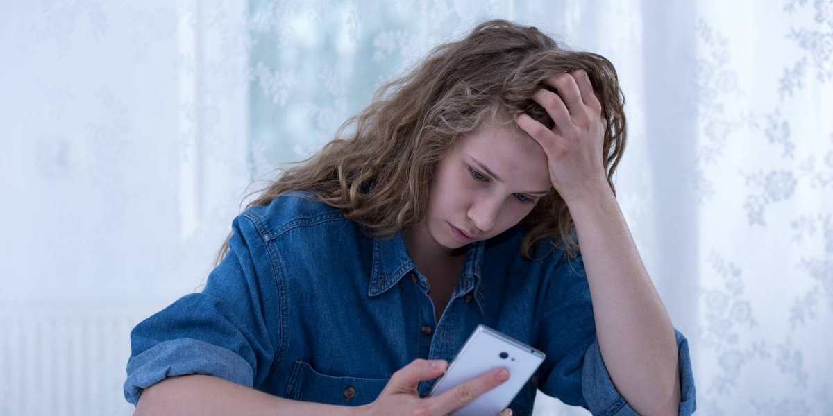 Niñas están más expuestas a ciberacoso, asegura la OCDE