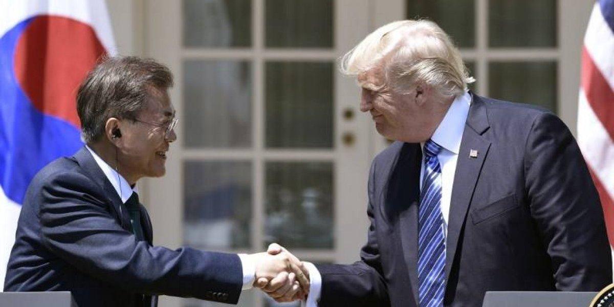 """Donald Trump y Moon Jae-In concuerdan en que Norcorea representa """"amenaza directa creciente"""""""