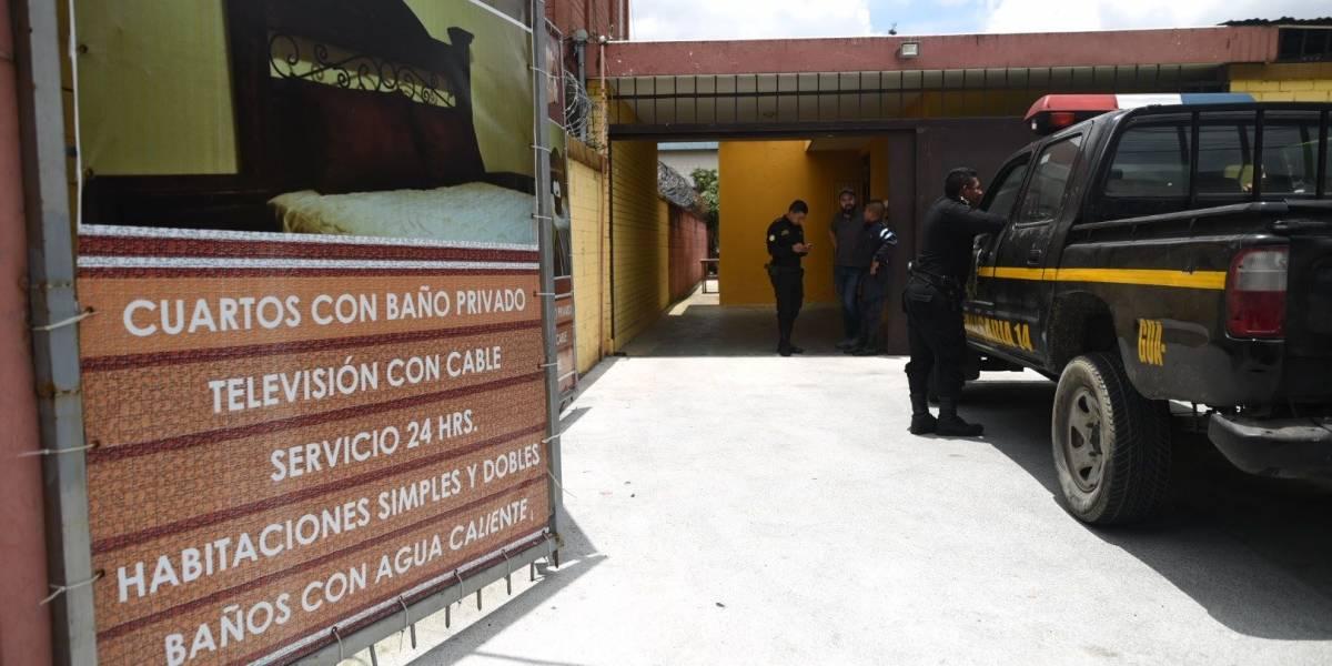Encuentran a mujer fallecida en hotel de zona 7 a dos días de llegar con una pareja