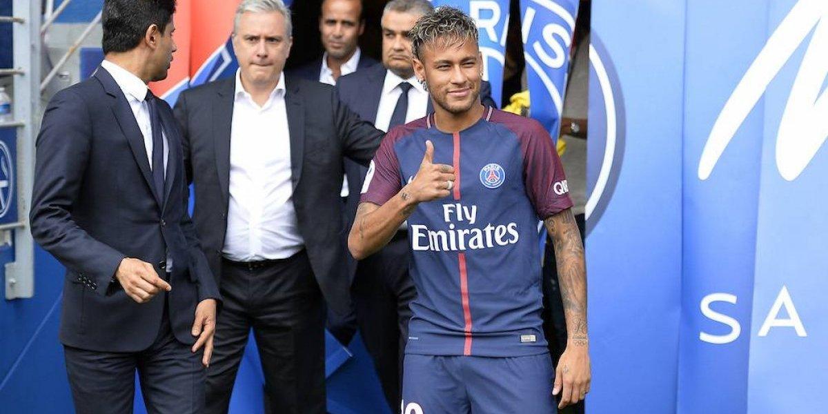 Neymar se emocionó con el homenaje en la Torre Eiffel