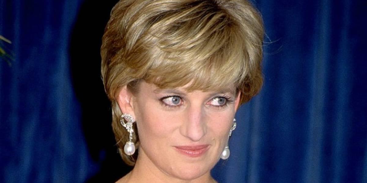 Artista pinta retrato de Diana de Gales utilizando sangre con VIH y polvo de diamante