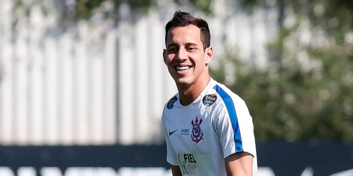Rodriguinho volta aos treinos, mas Carille faz mistério no Corinthians