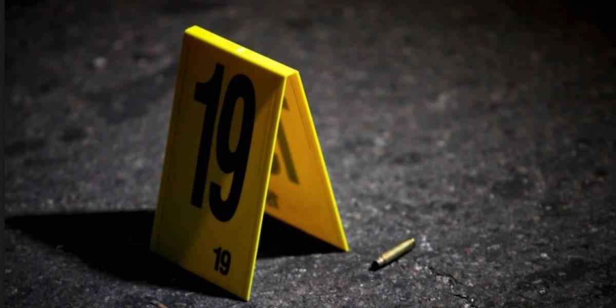 Policía se dispara en la cabeza por jugar con su arma