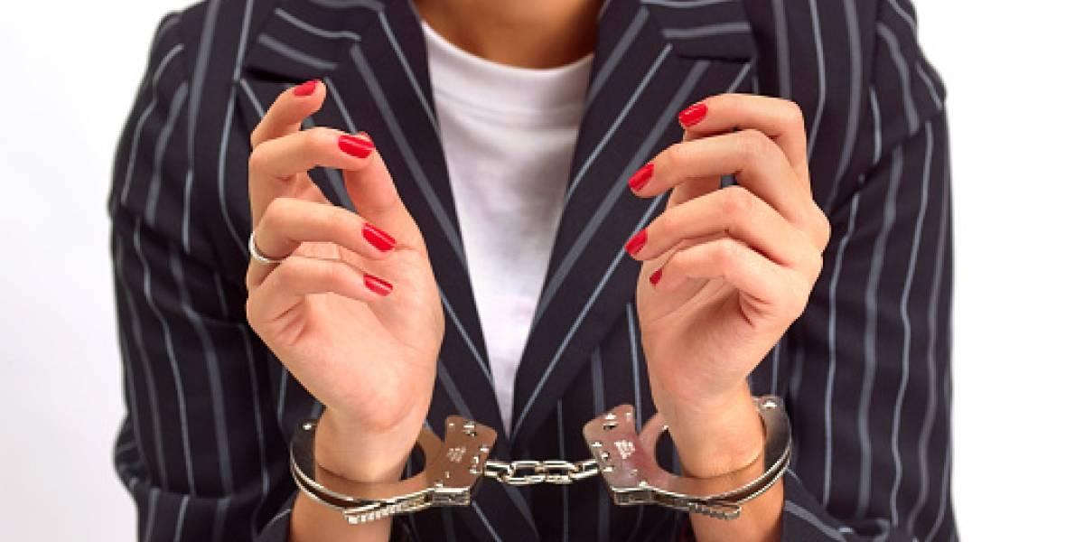 Condenan a mujer que abusó de dos adolescentes
