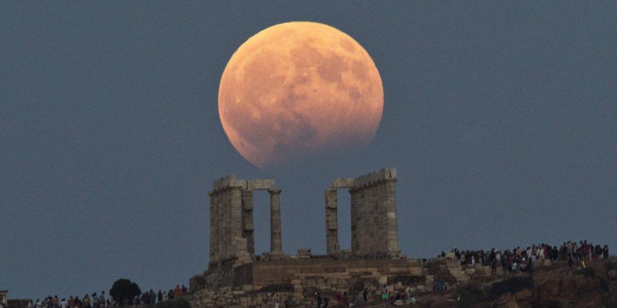 Así se vio el eclipse lunar o 'luna roja' en Europa