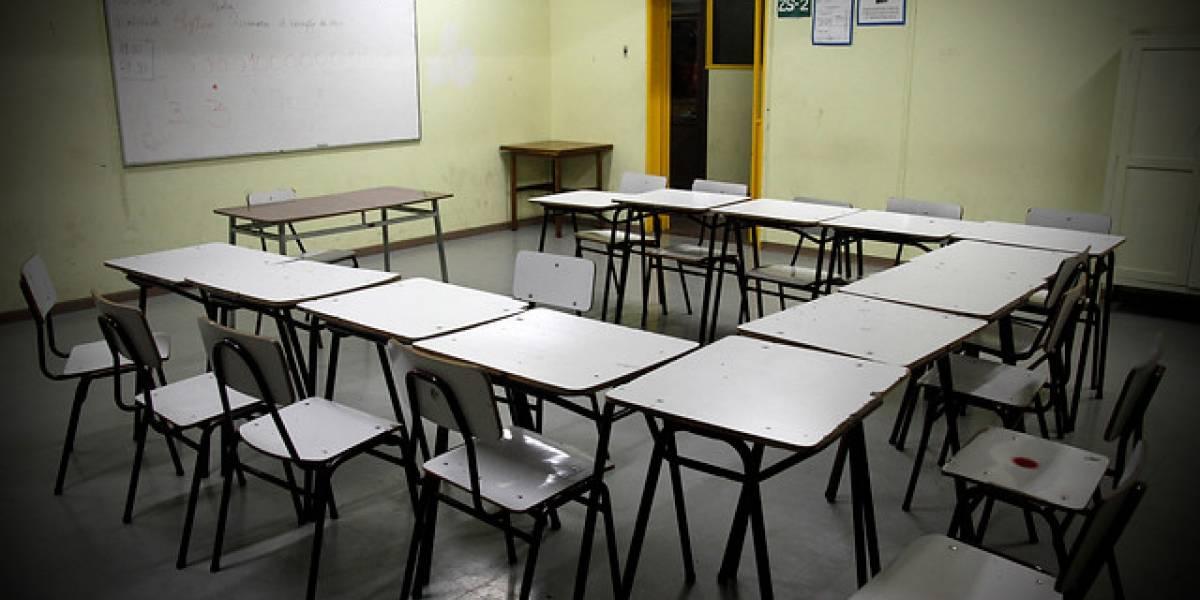 """Grave denuncia en Iquique: acusan a profesor de pedir """"recompensas sexuales"""" a sus alumnas"""