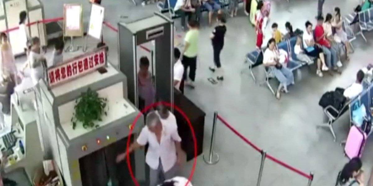 Policía lo deja seguir viaje a pesar de que llevaba dos brazos en su equipaje