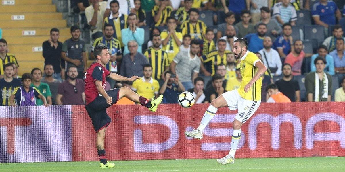 Mauricio Isla jugó en la victoria de Fenerbahce sobre su ex equipo