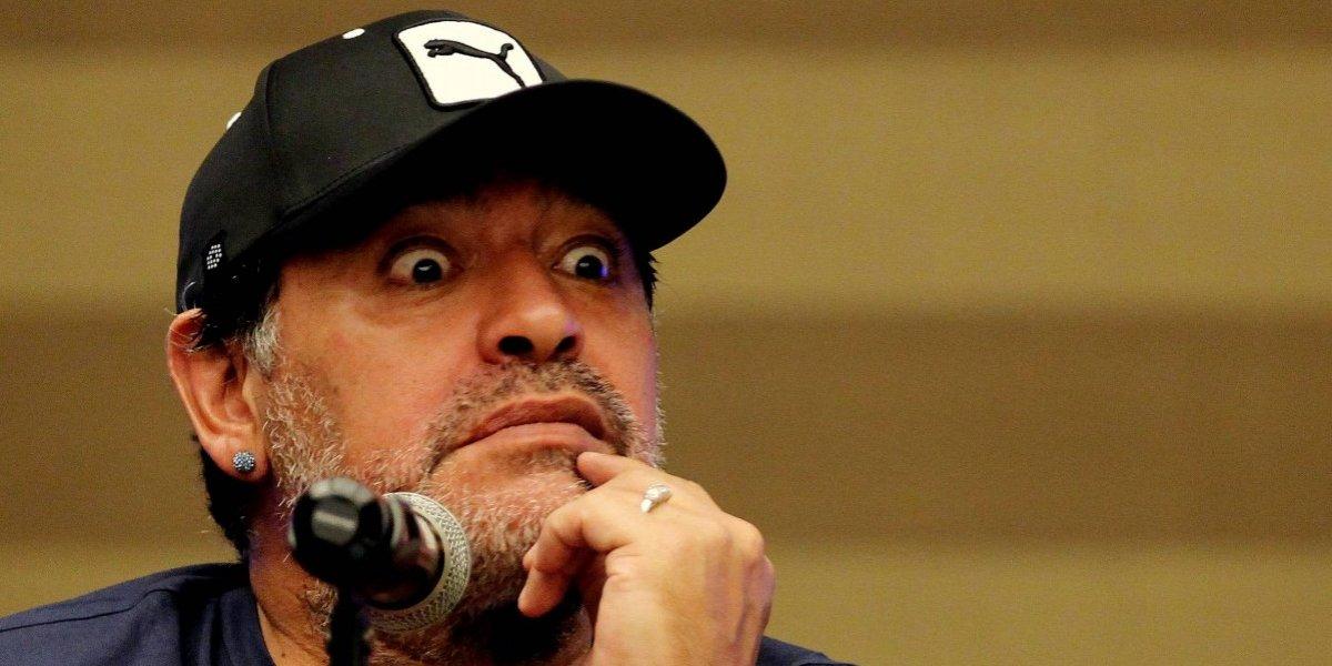 Video muestra a Maradona con serias dificultades para caminar