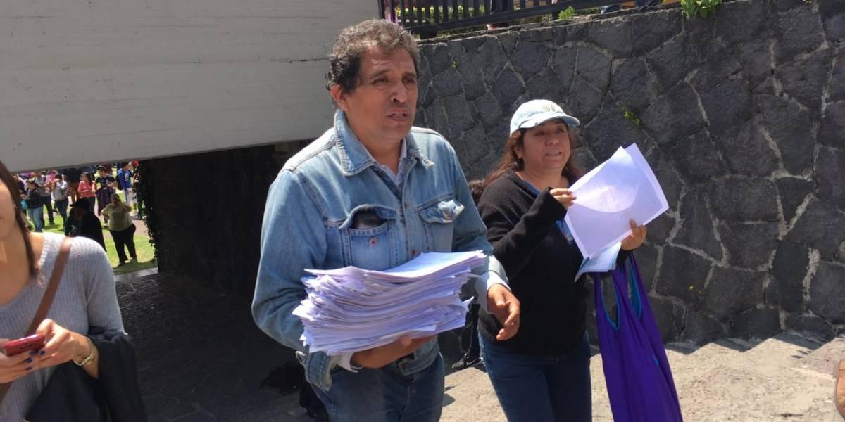 Padres de 'rechazados' entregan pliego petitorio a la UNAM