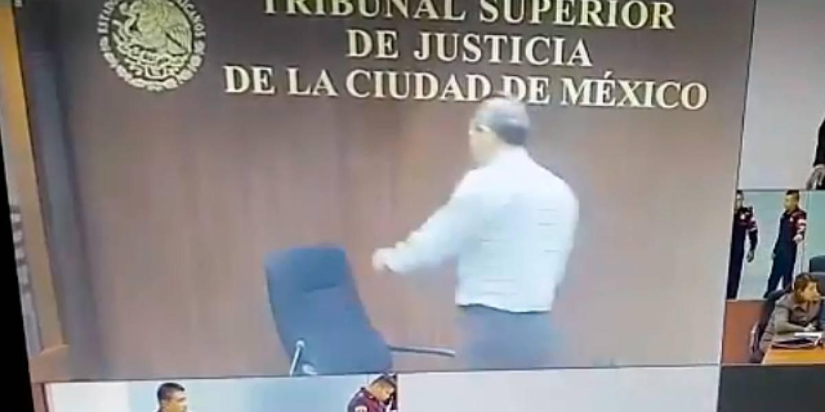 VIDEO: Juez de la CDMX rompe su silla porque no le gustó