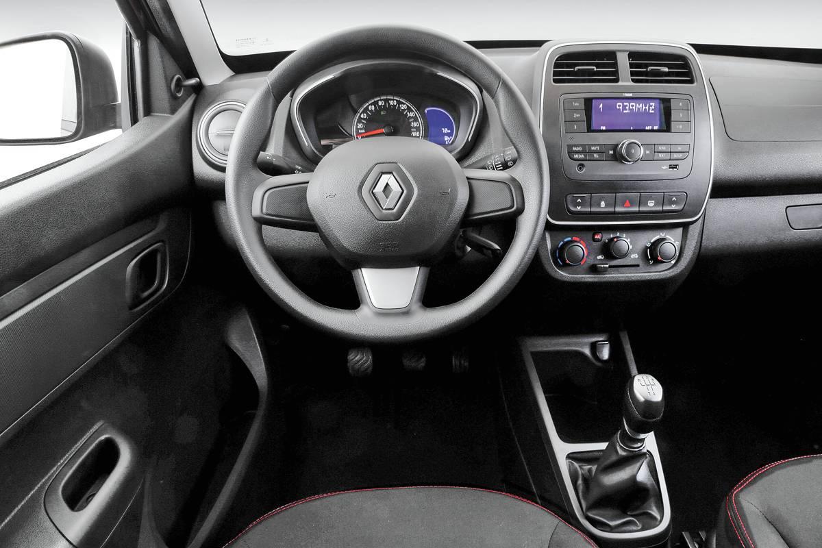 Linha intermediária Zen sai por R$ 35.390 e vem com travas e vidros dianteiros elétricos, rádio com Bluetooth e entradas USB e auxiliar   Divulgação