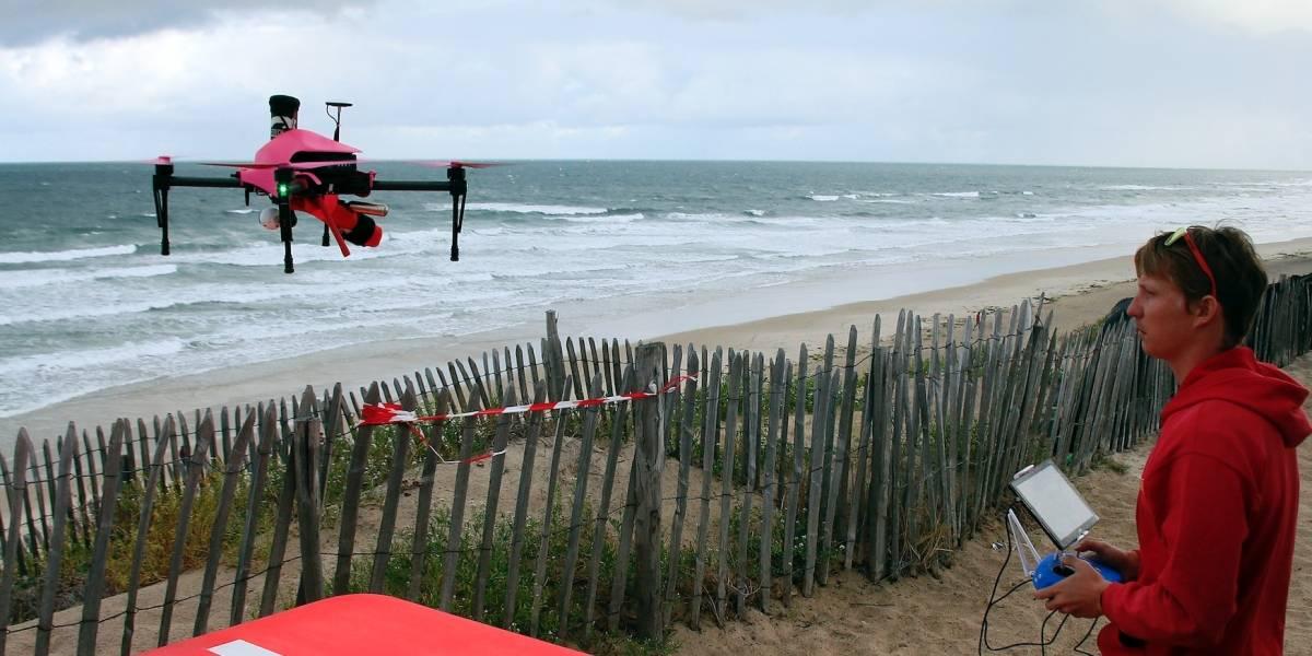 Usan drones salvavidas para rescatar bañistas en Francia