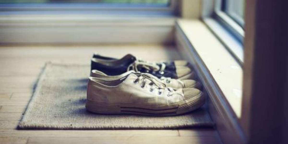 ¿Por qué sacarse los zapatos al llegar a casa es bueno para la salud?