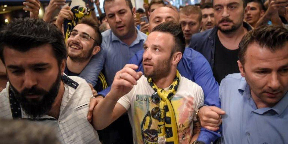 Medel en camino: Diez grandes fichajes que llegan a remecer al fútbol turco