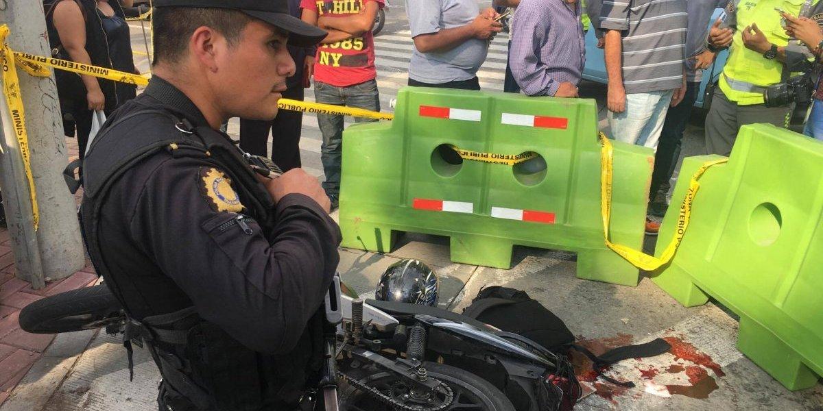 Presunto asaltante en moto es baleado en zona 9 y muere en hospital