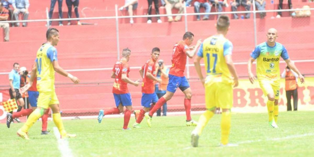 Municipal derrota a Cobán con más dudas que futbol