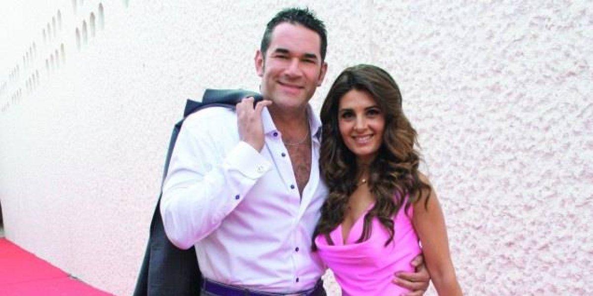 Escote de Mayrín Villanueva vuelve a acaparar las miradas en una foto con su esposo