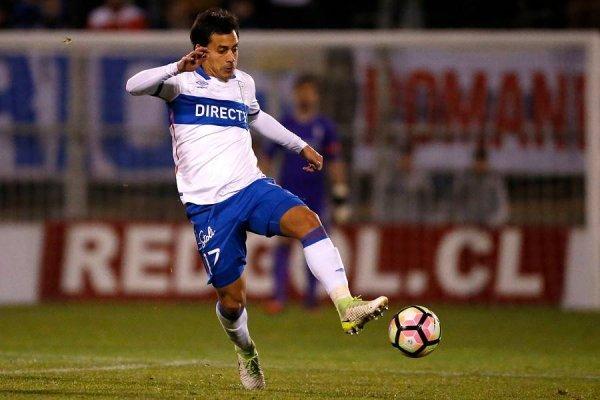 Carlos Espinosa recibió efusivos apluasos del público en San Carlos de Apoquindo durante el triunfo 3-1 sobre Rangers / Photosport