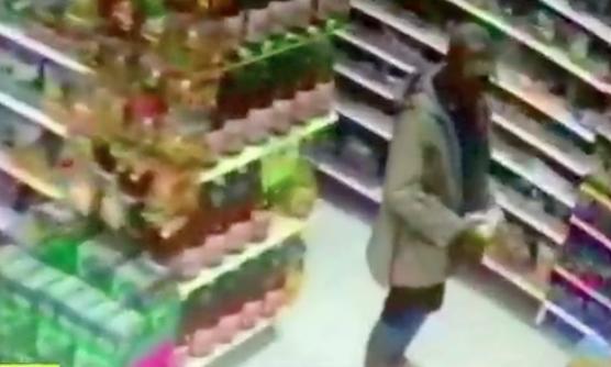 (Video) Venezolano fue sorprendido robando un supermercado y se defendió con mordiscos