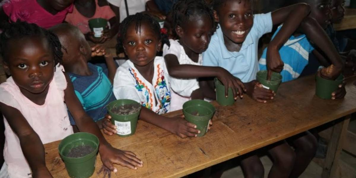 Hacen llamado a donar zapatos para niños de Haití