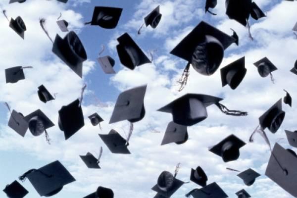 Tailandesa consiguió título universitario a los 91 años