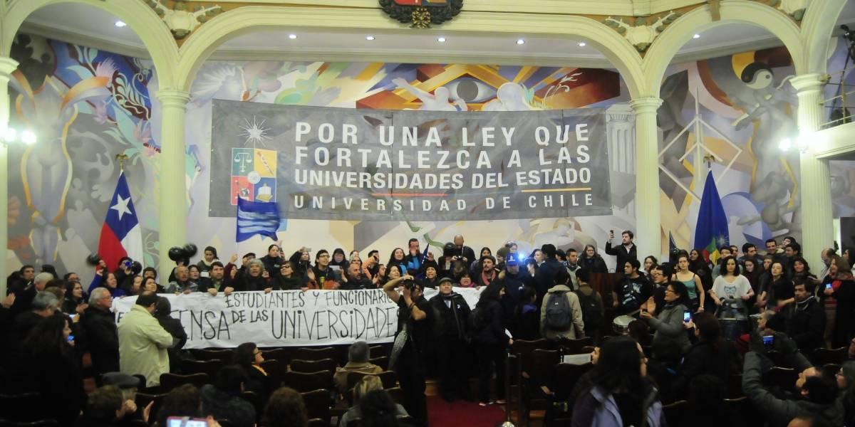 Más de dos mil académicos y estudiantes de la Universidad de Chile se manifestaron por reforma educacional