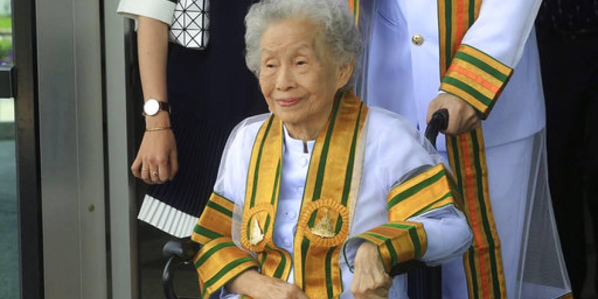 Mujer de 91 años se gradúa de la universidad