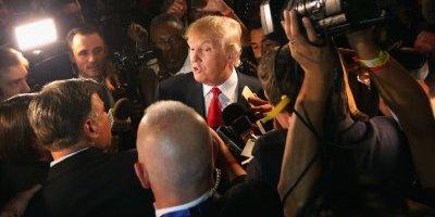 """Trump lanza boletín de """"noticias reales"""" en su lucha contra los medios"""