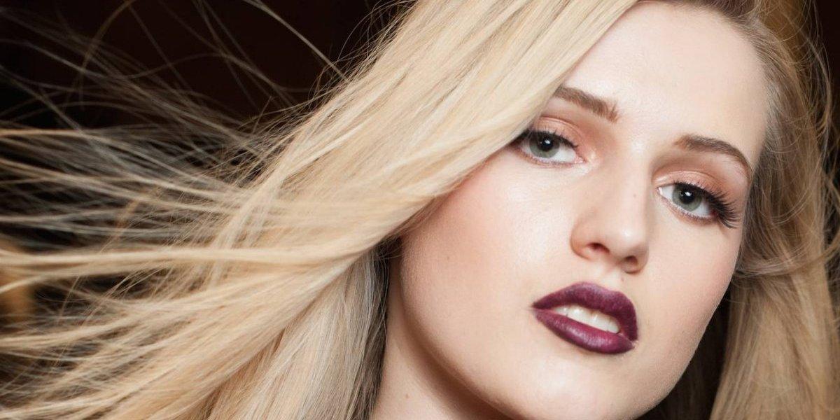 Elimina el frizz de tu cabello de una forma rápida y efectiva