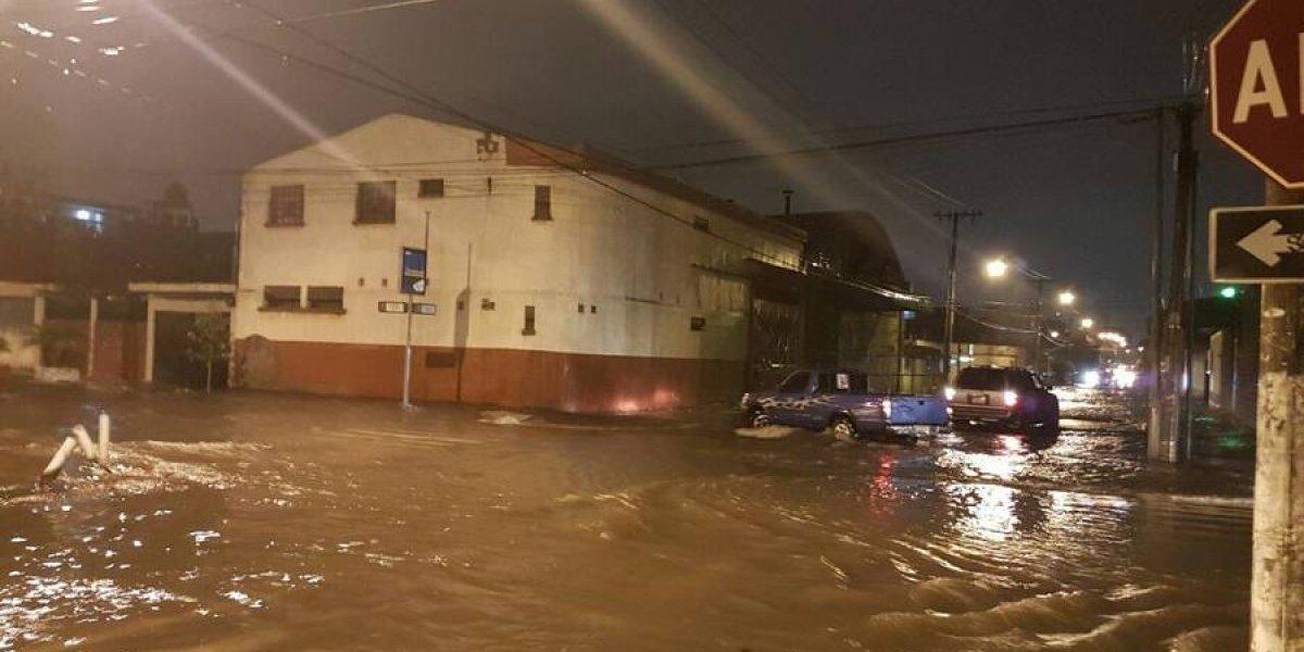 Lluvia causa daños e inundaciones en varios puntos de la ciudad