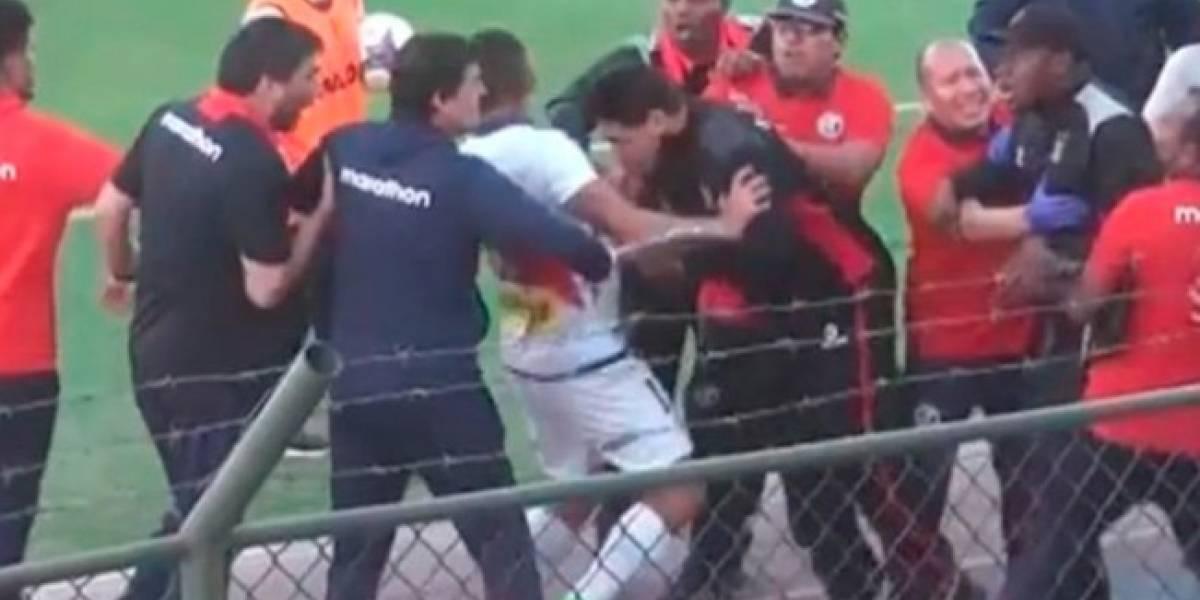 VIDEO: Entrenador mexicano da cabezazo a un jugador y se va suspendido un año