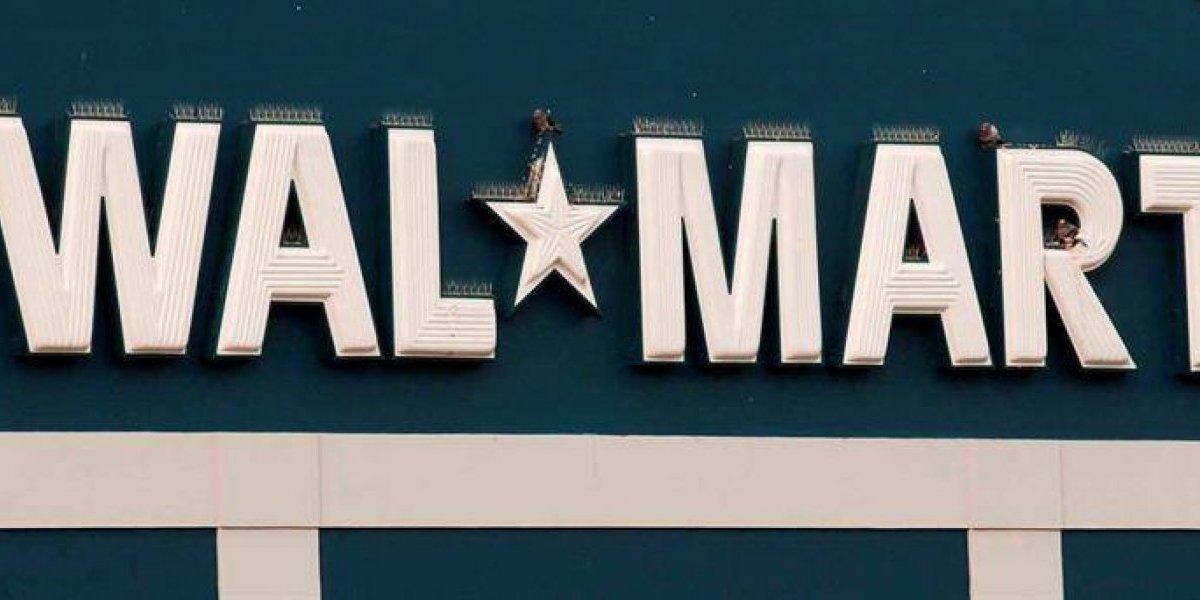 Walmart se disculpa por anunciar armas con cartel para artículos escolares