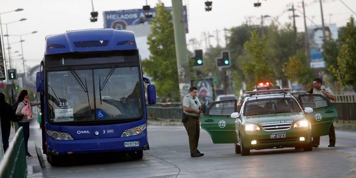 Adolescente dispara contra pasajera del Transantiago en Recoleta