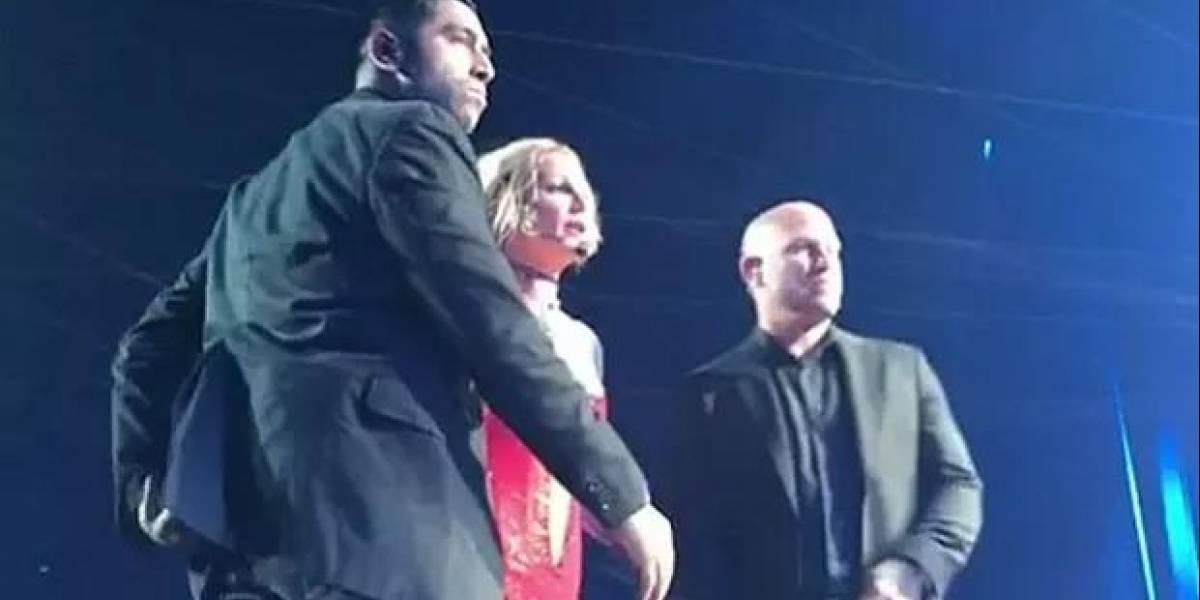 Em show de Britney Spears nos EUA, fã invade palco, dança e agride seguranças
