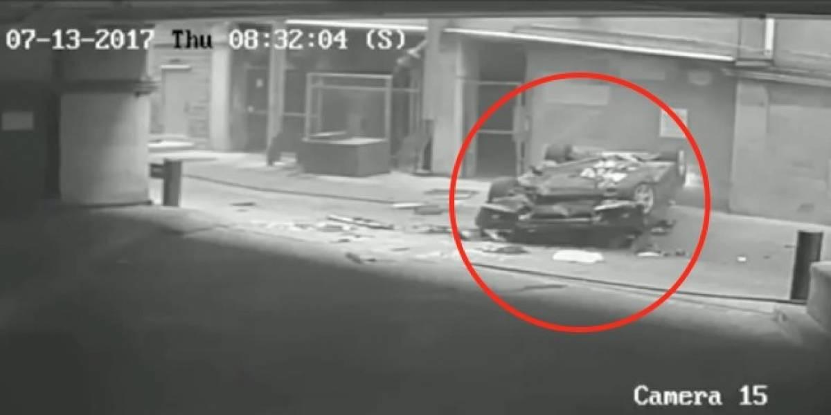 Video viral: Auto cae desde séptimo piso y la conductora sobrevive