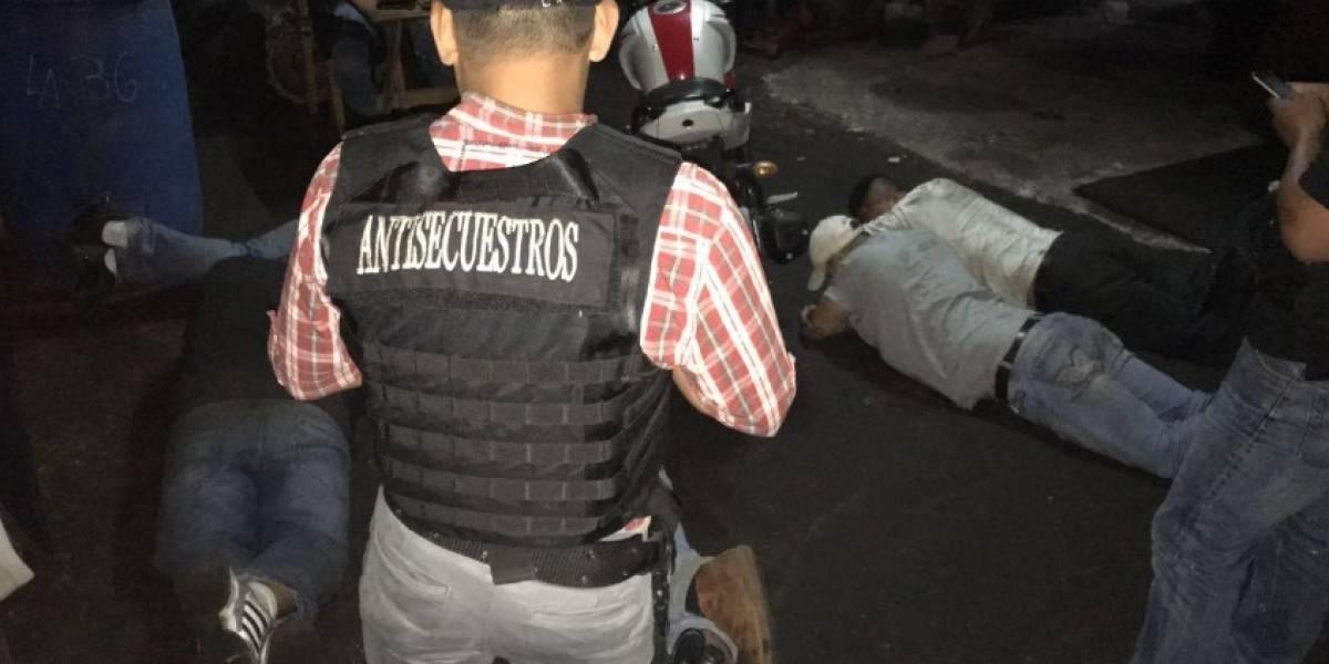 Comando Antisecuestros libera a mujer y captura a cinco individuos en zona 8