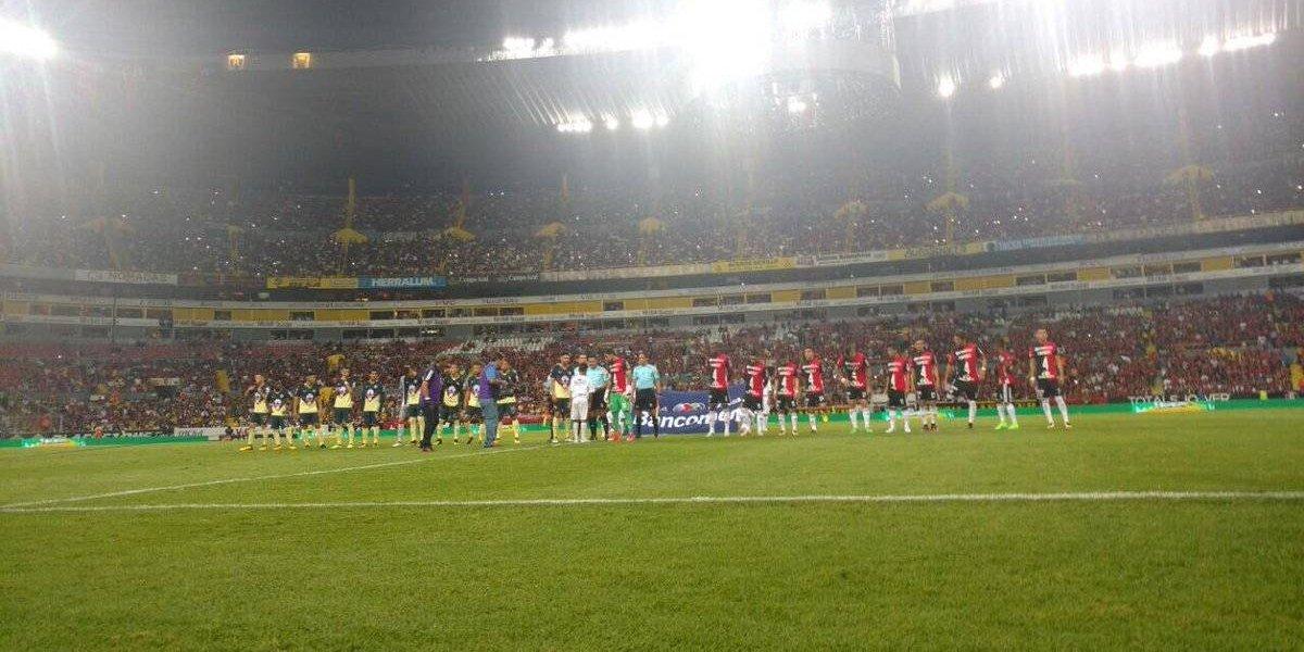 Jugadores de Atlas portan playeras en apoyo a Rafa Márquez