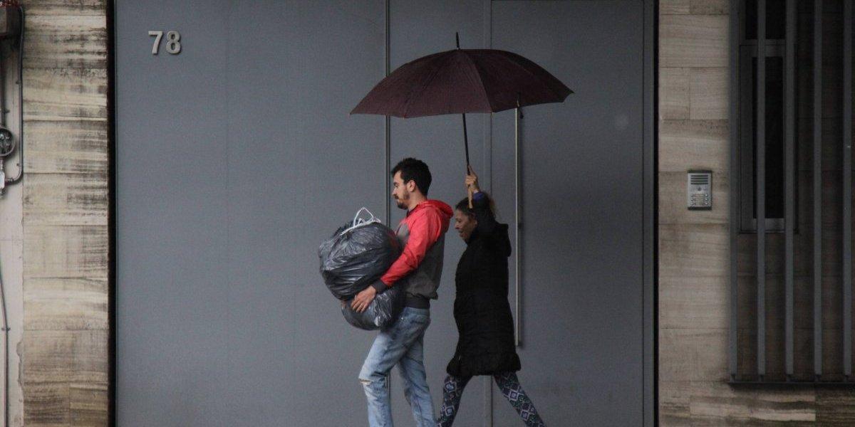 Lluvia dispersa y cielo medio nublado este domingo en la Ciudad de México