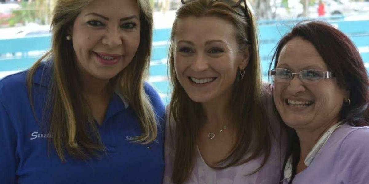 Evelyn Vázquez se convierte en madrina de estudiantes de Educación