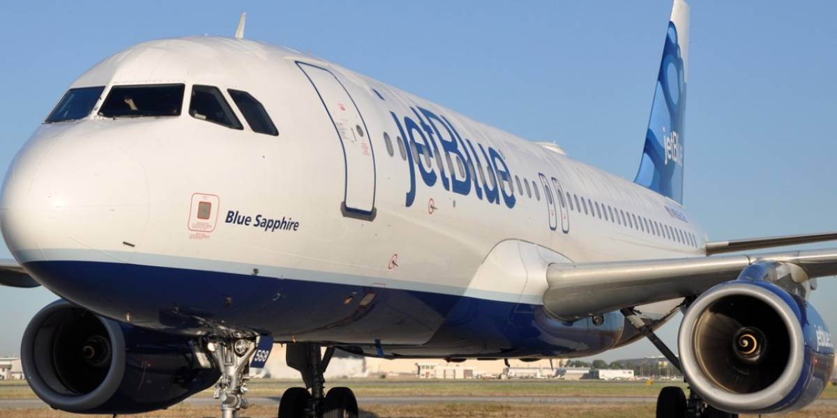 Avión aterriza de emergencia en NY tras olor extraño
