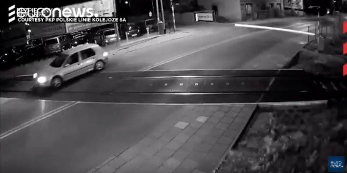Esquiva tren de alta velocidad en Polonia y captan las milésimas de segundo por las que se salvó