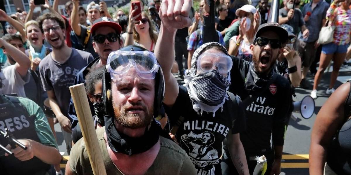 """Estado de emergencia ante el """"desfile del odio"""" : choques violentos en una marcha supremacista blanca en EEUU dejan al menos un muerto"""