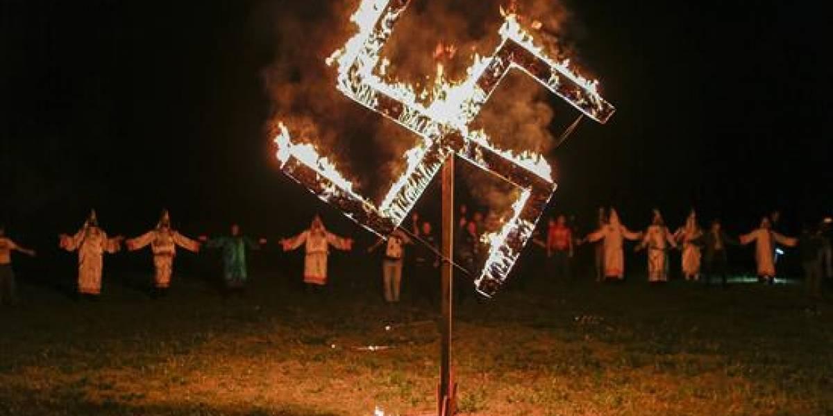 Ante violencia racista en Virginia, Trump llama a la unidad