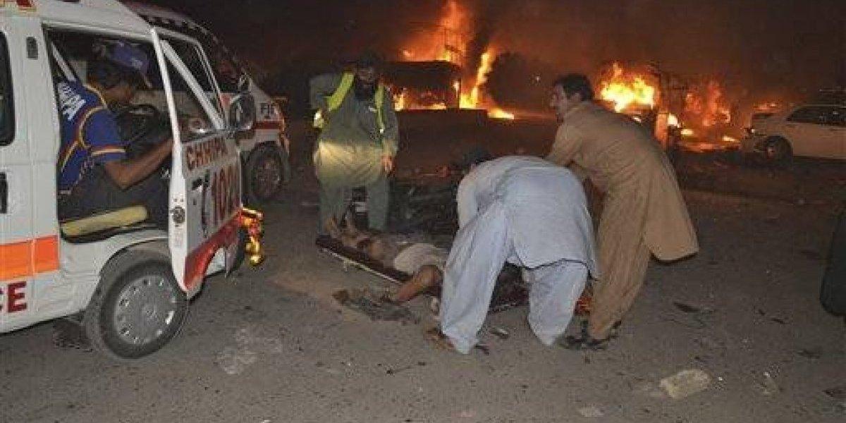 Ataque suicida en Pakistán deja 15 muertos