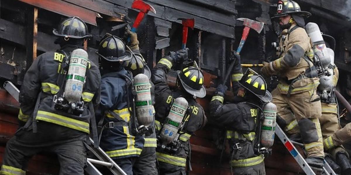 Tres muertos en incendio en Renca: Carabineros tuvo que proteger a bomberos de ataques de vecinos