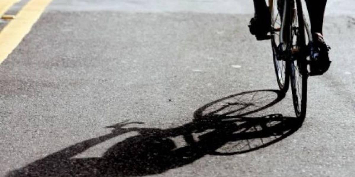 Grave ciclista tras provocar accidente en Isabela