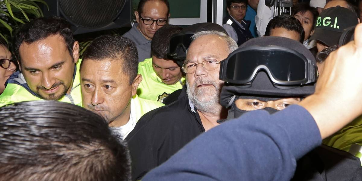 Carlos Pareja Yannuzzelli confirma que su entrega a la Justicia fue