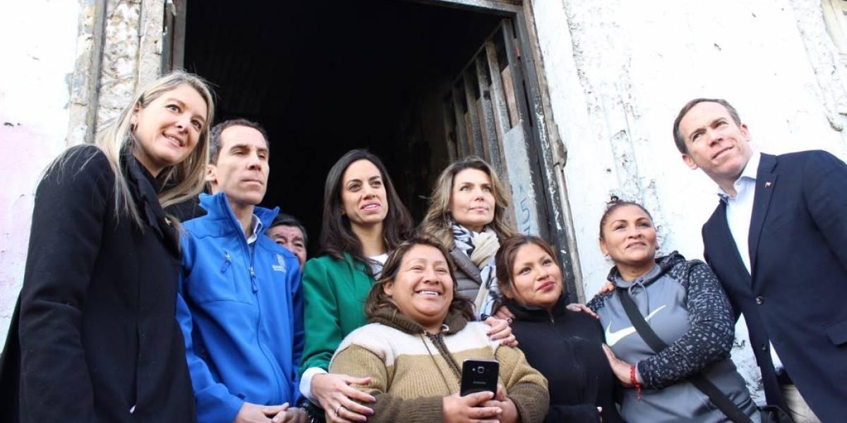 Diputadas de Chile Vamos junto a Alcalde Felipe Alessandri visitan cité de inmigrantes en Santiago
